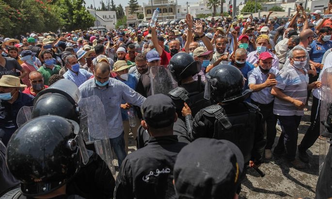 Lage in Tunis am Montag-Nachmittag, nun gilt eine Ausgangssperre