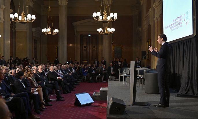 """Es sei """"unvorstellbar"""", dass Judenhass fast 75 Jahre nach der Shoah noch existiere, sagte Bundeskanzler Kurz auf der Antisemitismus-Konferenz in Wien."""