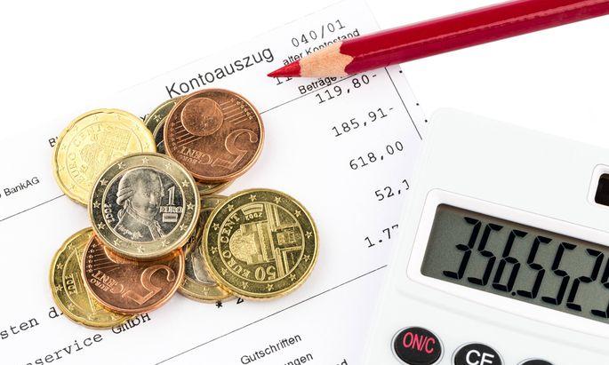 Der Kontoauszug einer Bank und einige M�nzen der Euro W�hrung BLWX015099 Copyright xblickwinkel McP
