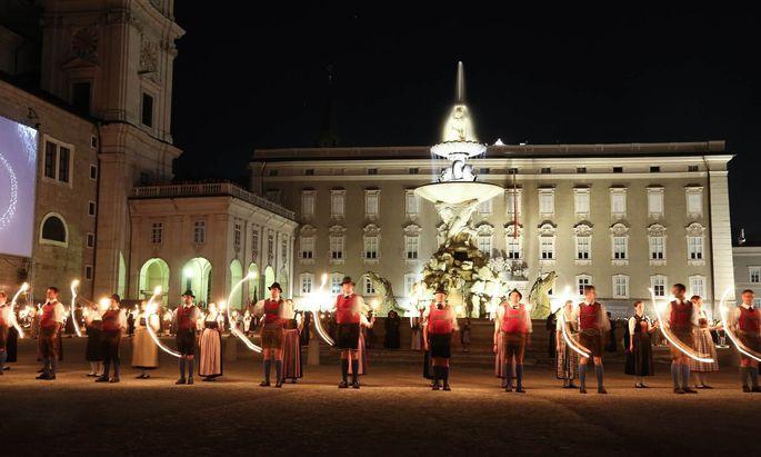 Der Fackeltanz feiert sein 70-Jahr-Jubiläum – 70 Tanzpaare werden heuer Figuren in die Nacht malen.