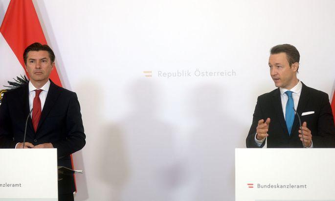 Bundesspartenobmann Stellvertreter der Banken und Versicherungen Robert Zadrazil (l.) und Finanzminister Gernot Blümel ÖVP
