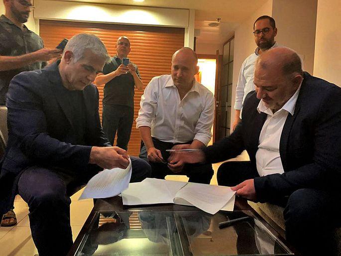 Historischer Deal zwischen Yair Lapid, Naftali Bennett und Mansour Abbas.