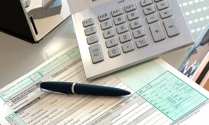 Taschenrechner mit Steuererklärung