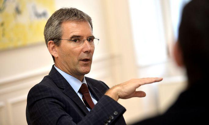 """""""Mein Vater hat die 35-Jahr-Jubiläumsmedaille der Eisenbahnergewerkschaft bekommen"""": Finanzminister Löger über seine obersteirische Herkunft."""
