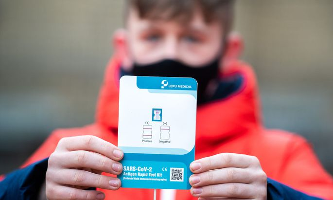 Kinder kennen die Nasenvorraum-Tests schon. Künftig sollen die auch in Teststraßen eingesetzt werden.