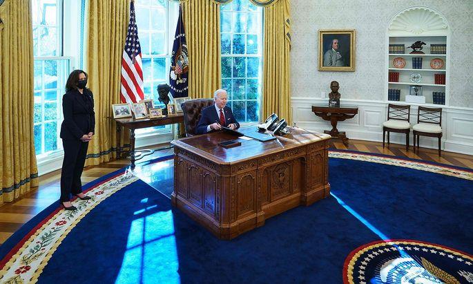 TOPSHOT-US-politics-BIDEN-health