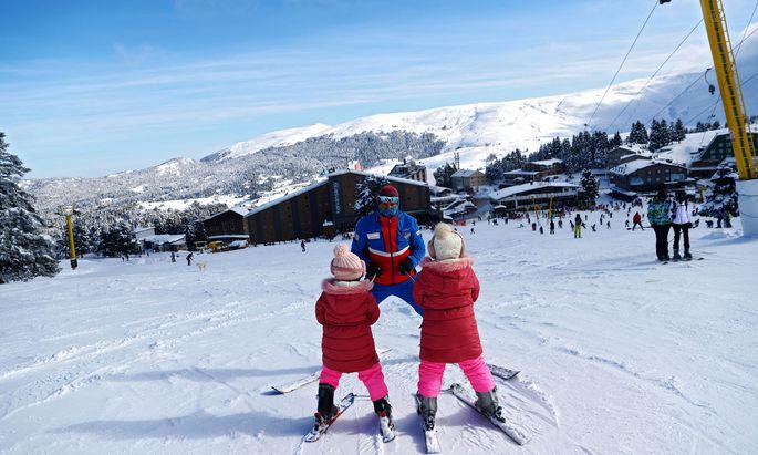 Kinder auf der Skipiste (Symbolbild)