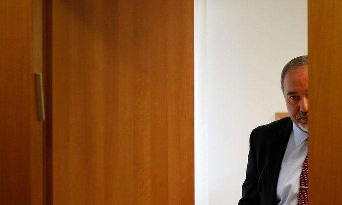 Warten auf Neuwahlen. Verteidigungsminister Avigdor Lieberman bricht mit der Regierung von Premier Netanjahu.