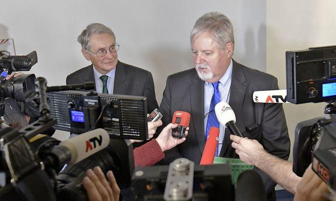 Auskunftsperson BVT-Chef Peter Gridling (R) am Mittwoch nach seiner Befragung im BVT-U-Ausschuss.