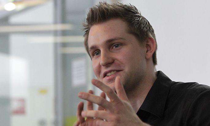 Law student Schrems briefs the media in Vienna