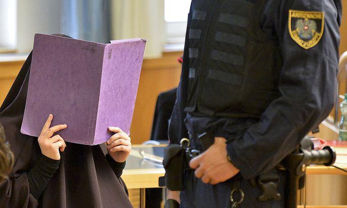 Die 16-Jährige am Dienstag vor Gericht