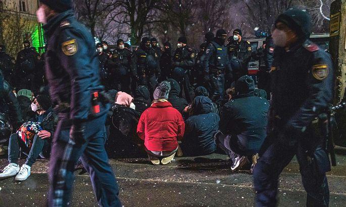 ASYL: PROTEST GEGEN ABSCHIEBUNGEN - KUNDGEBUNG AUFGELOeST