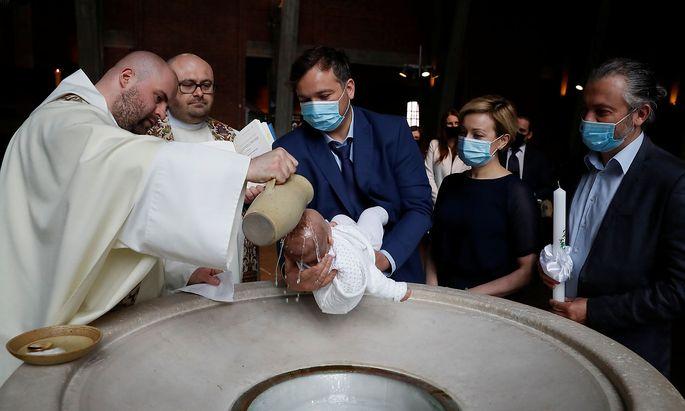 Eine Taufzeremonie in Warschau.