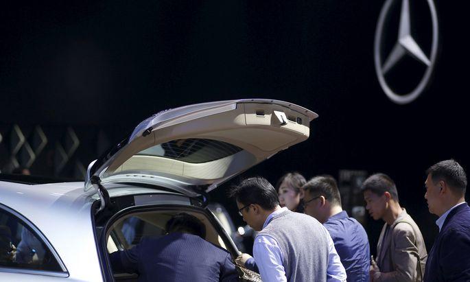 Teure Oberklassen- Fahrzeuge aus Deutschland sind in China beliebt, wo man besonderen Wert auf Statussymbole legt.