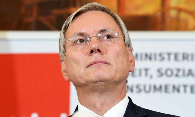 Wenig erfreut zeigt sich Minister Alois Stöger über manche Bankgebühren.