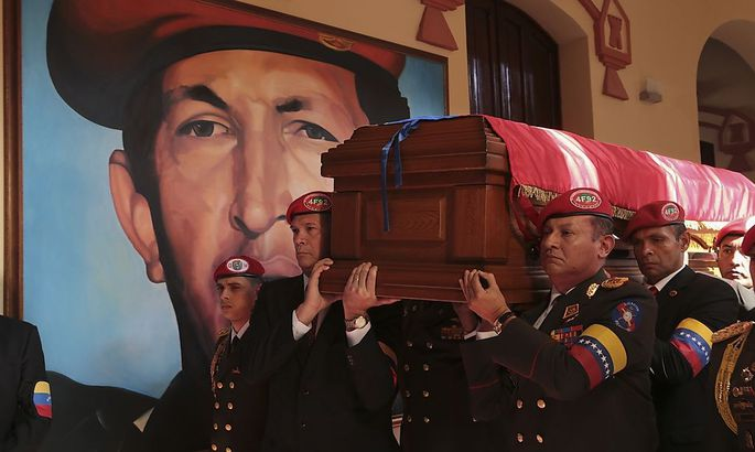 Pallbearers carry the coffin of Venezuela's late President Hugo Chavez after a funeral parade in Caracas