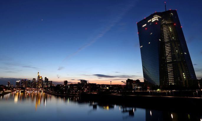 Die EZB-Zentralbank spielt eine wichtige Rolle, wenn es darum geht, die Wirtschaftskrise in der EU zu überstehen, sagt der Chef-Ökonom der ING-Bank.
