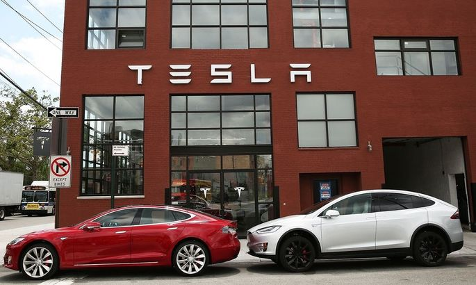 US-INVESTIGATION-CONTINUES-INTO-TESLA-DRIVER'S-DEATH-WHILE-IN-AU