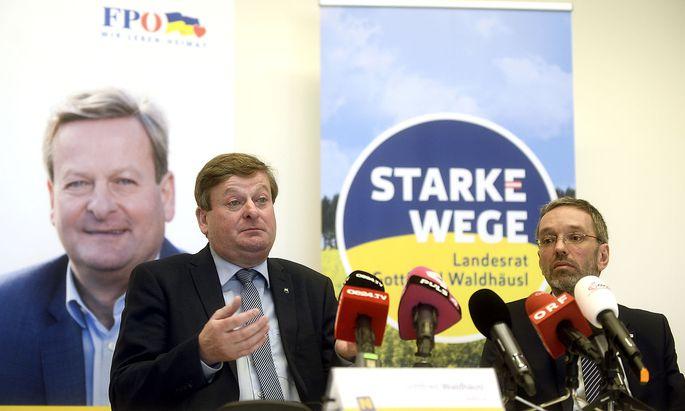 Landesrat Gottfried Waldhäusl (FPÖ/l.) und Innenminister Herbert Kickl (FPÖ)