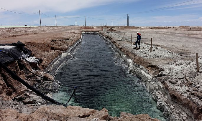 Deposits of lithium brine are seen at the lithium pilot plant of Llipi at the Uyuni salt lake