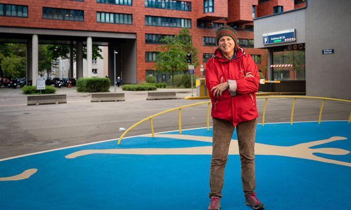 Christine Hohenbüchler am Platz der Kinderrechte