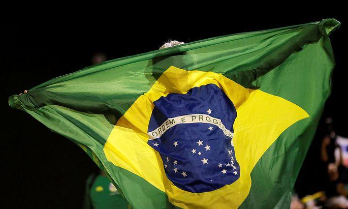 Brasilien steuert auf unstete Zeiten zu. Das Amtsenthebungsverfahren für Präsidentin Dilma Rousseff läuft weiter.