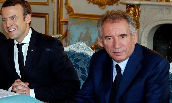 Macron (li.) und sein Justizministerin Bayrou.