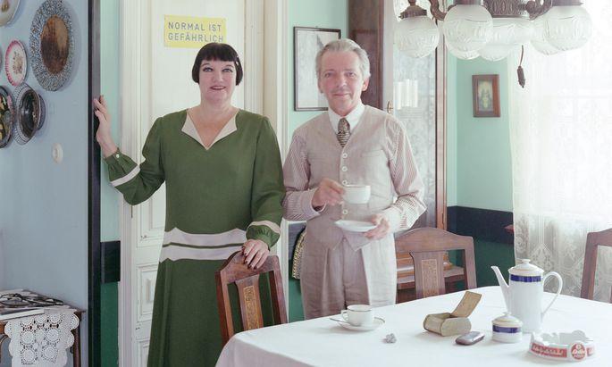 Authentischer Alltag: Bei den Schweds gibt es keinen Fernseher, dafür einen handbetriebenen Mixer.