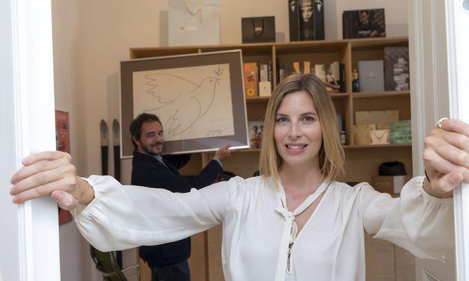 Theresa Radlingmaier hat den Markenwettbewerb 2018 für sich entschieden. Im Hintergrund: Lebensgefährte Alexander Kellas, ebenfalls Designer und Kreativdirektor, mit Brieftaube.