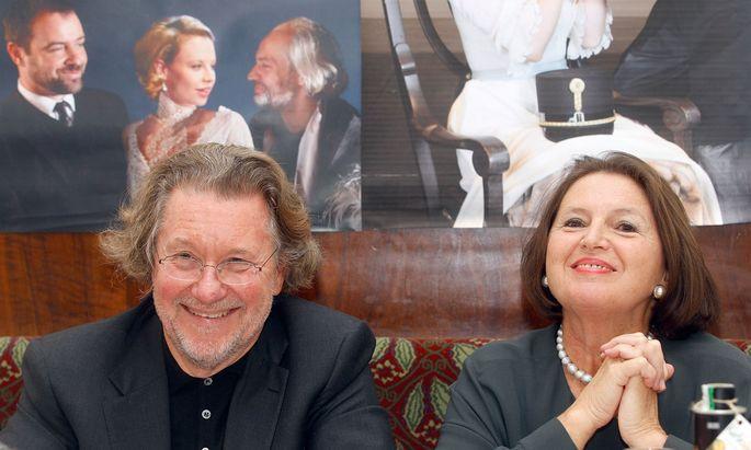 Peter und Renate Loidolt, Gründer und Leiter der Festspiele Reichenau, ziehen sich nach über 30 Jahren zurück. Zuletzt gab es wenig zu Lachen. (Das Foto wurde bei der alljährlichen Programmpressekonferenz 2012 im Wiener Café Landtmann aufgenommen)