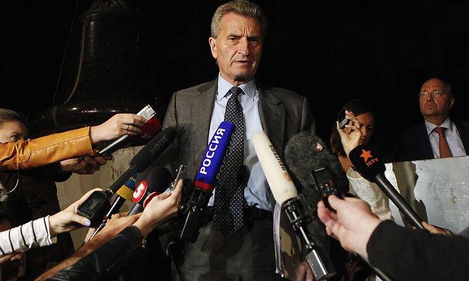 EU-Kommissar für Energie, Günther Oettinger, steht vor vielen offenen Fragen im Gasstreit zwischen Russland und der Ukraine.