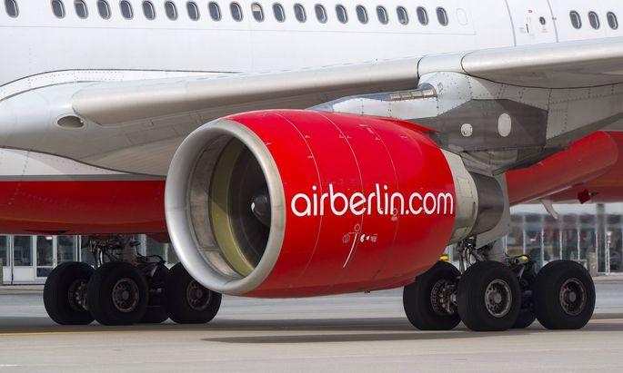 Ein Air Berlin Airbus A330 223 rollt nach der Landung zu seiner Parkposition am Flughafen Muenchen