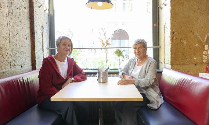 Barbara Klein (li.) und Krista Schweiggl gründeten das Kosmostheater und waren Mitinitiatorinnen des ersten Frauenvolksbegehrens.