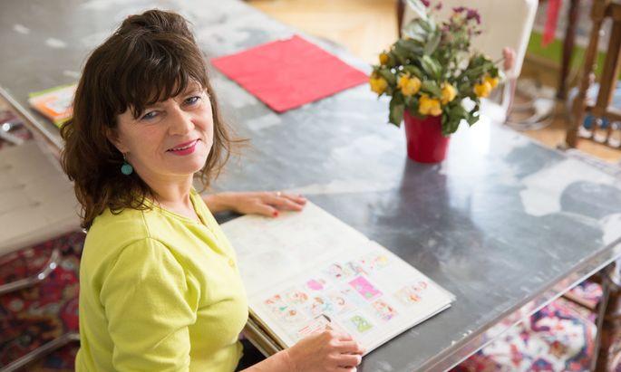 """""""Mehr als ein Postwertzeichen"""" war die Briefmarke für Cosima Reif schon immer. Nun hat sie ihre Wien-Liebe in Buchform gegossen, in Markenform natürlich."""