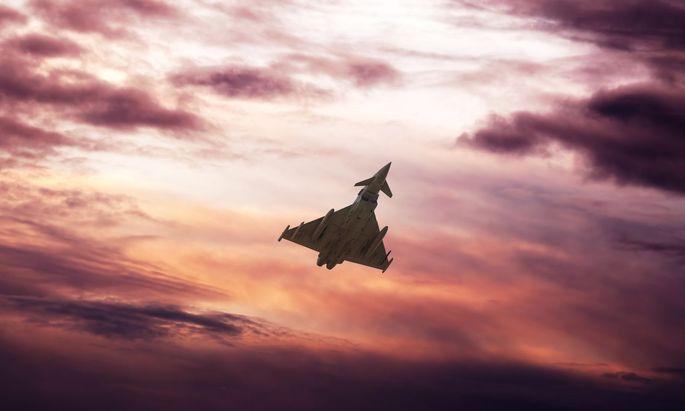 """Für Verteidigungsministerin Klaudia Tanner (ÖVP) wird die Causa Eurofighter nun zum """"Match Österreich gegen Airbus""""."""