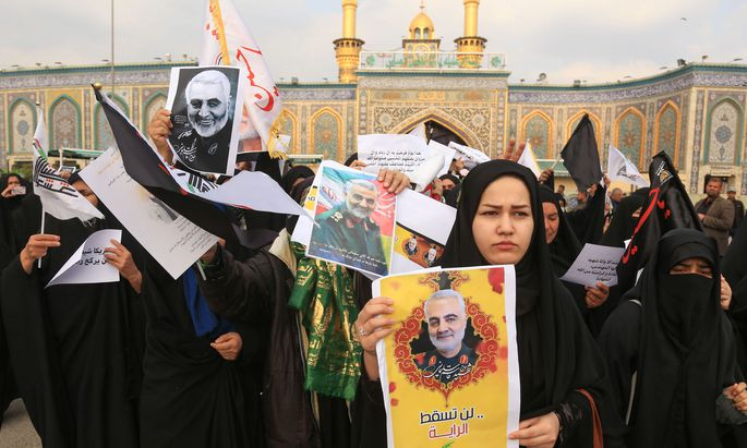 Frauen in Bagdad trauerten am Samstag um den getöteten iranischen General Qasem Soleimani.