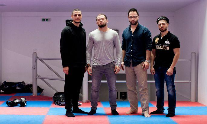 Not in God's Name: Karim Mabrouk, Mairbek Taisumov, Alexander Karakas und Nachwuchskampfsportler Adrian Mirza (v. l.).