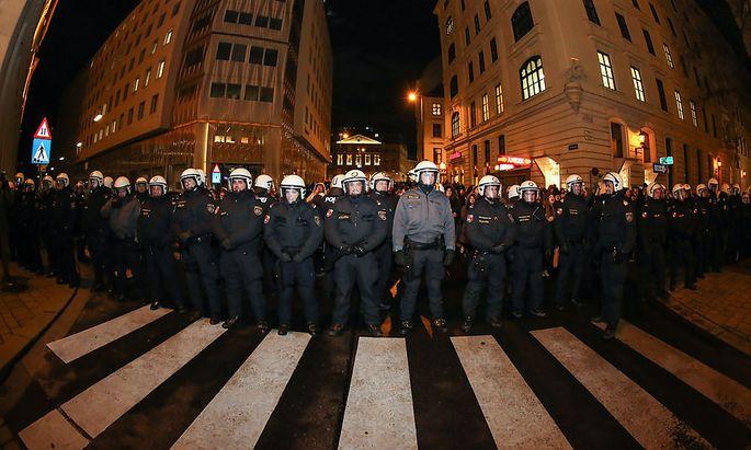 Insgesamt waren 1200 Polizisten im Einsatz