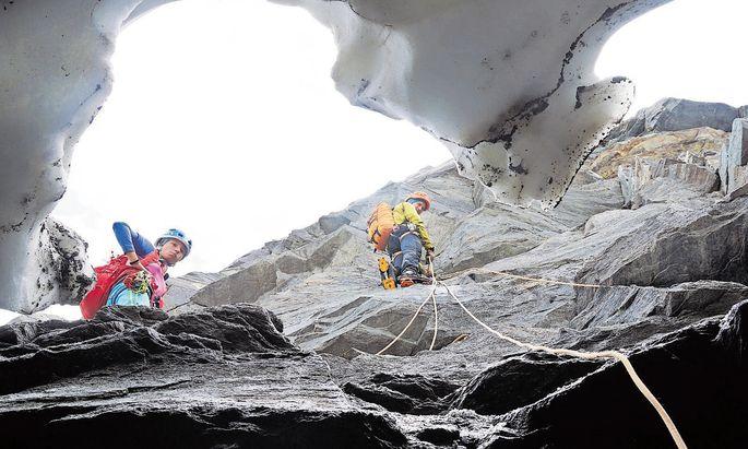 Geologen bei der Arbeit: Im Rahmen des Forschungsprojekts Arge Alp, das Felsstürze im Permafrost behandelt.