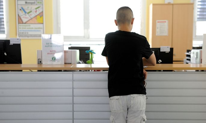 Die Regierung sieht vor allem zu viele junge Menschen in der Arbeitslosigkeit.