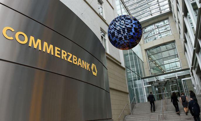 Die Commerzbank verlangt von immer mehr Kunden Strafzinsen.