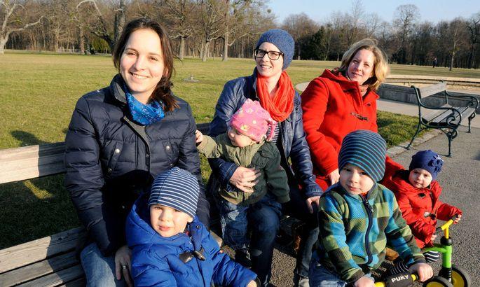 Heute: Christina, Barbara, Susanne (von links) und ihre Kinder, zwei weitere sind unterwegs.
