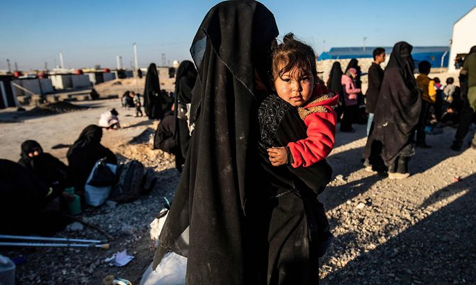Im Lager al-Hol in Nordsyrien werden Angehörige von IS-Kämpfern festgehalten. Hier leben Zehntausende Frauen und Kinder.