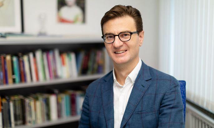 Federico Luisetti ist assoziierter Professor für Kultur und Gesellschaft Italiens an der Universität St. Gallen (Schweiz).