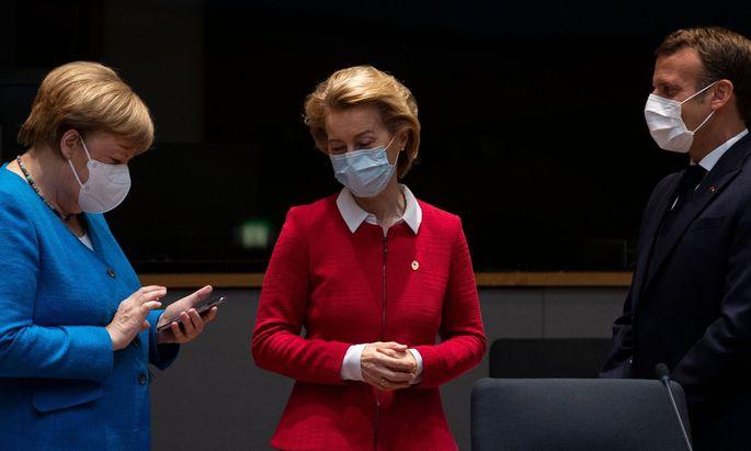 Zeit wird's: Kanzlerin Merkel, Kommissionschefin von der Leyen, Frankreichs Präsident Macron beim EU-Gipfel in Brüssel.