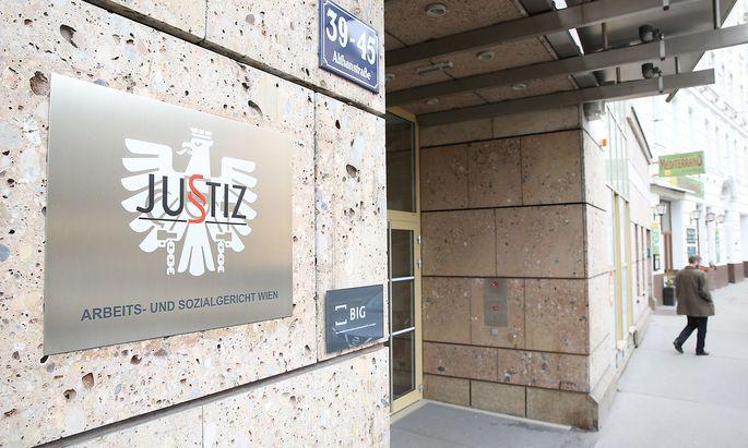 Vor dem Arbeits- und Sozialgericht Wien wird der Streit ausgetragen: Der Prozess wurde auf 13. September vertagt.