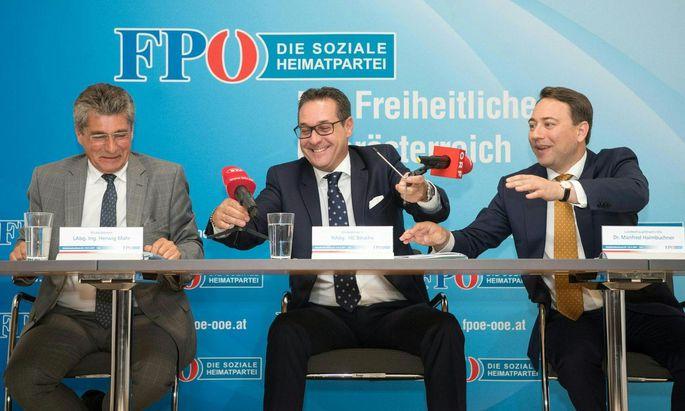 Klubchef Herwig Mahr, FPÖ-Chef Heinz-Christian Strache, und Oberösterreichs Vize-Landeschef Manfred Haimbuchner
