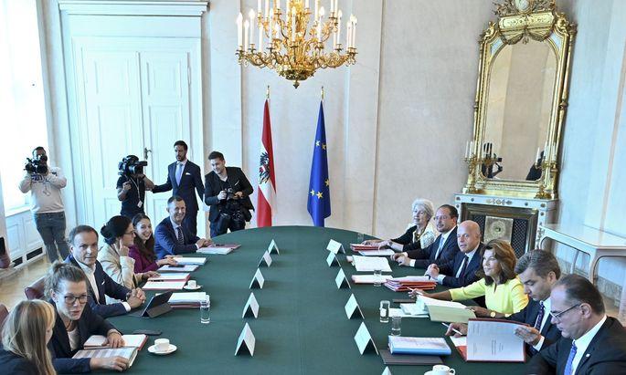 Ministerrat der Übergangsregierung.