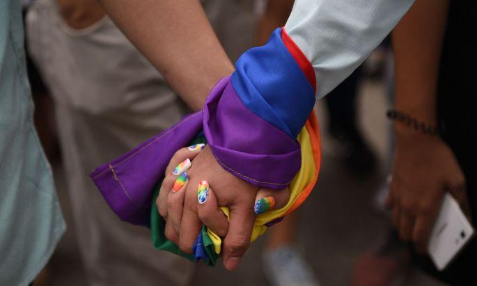 Bei der gesetzlichen Anerkennung von homosexuellen Partnerschaften gibt es ein Ost-West-Gefälle in Europa.