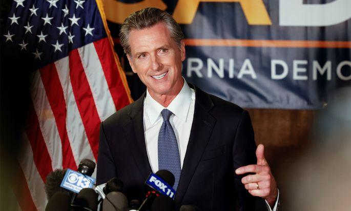 Der demokratische Gouverneur Gavin Newsom bleibt.